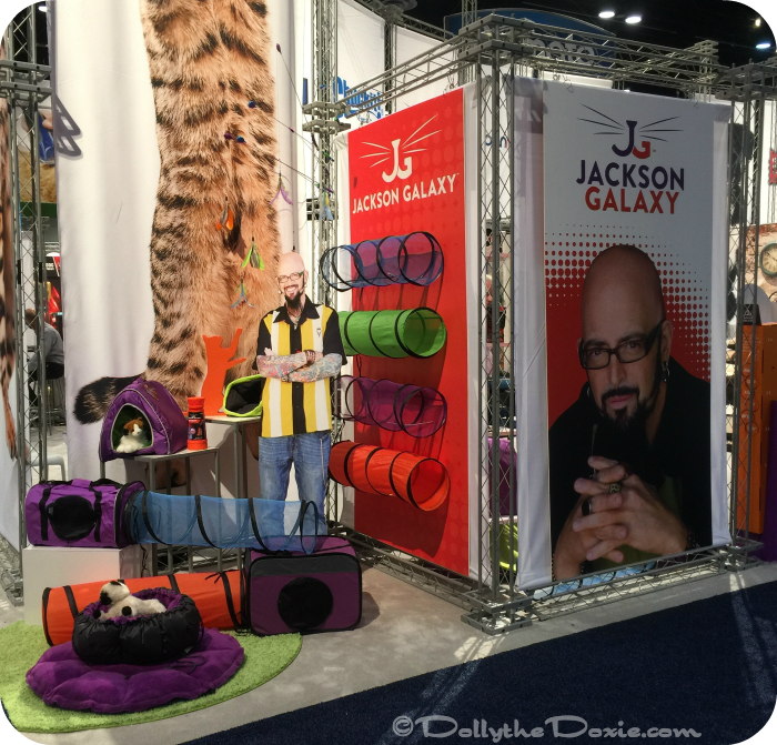 Come along for a tour of the first day at global pet expo for Jackson galaxy shop